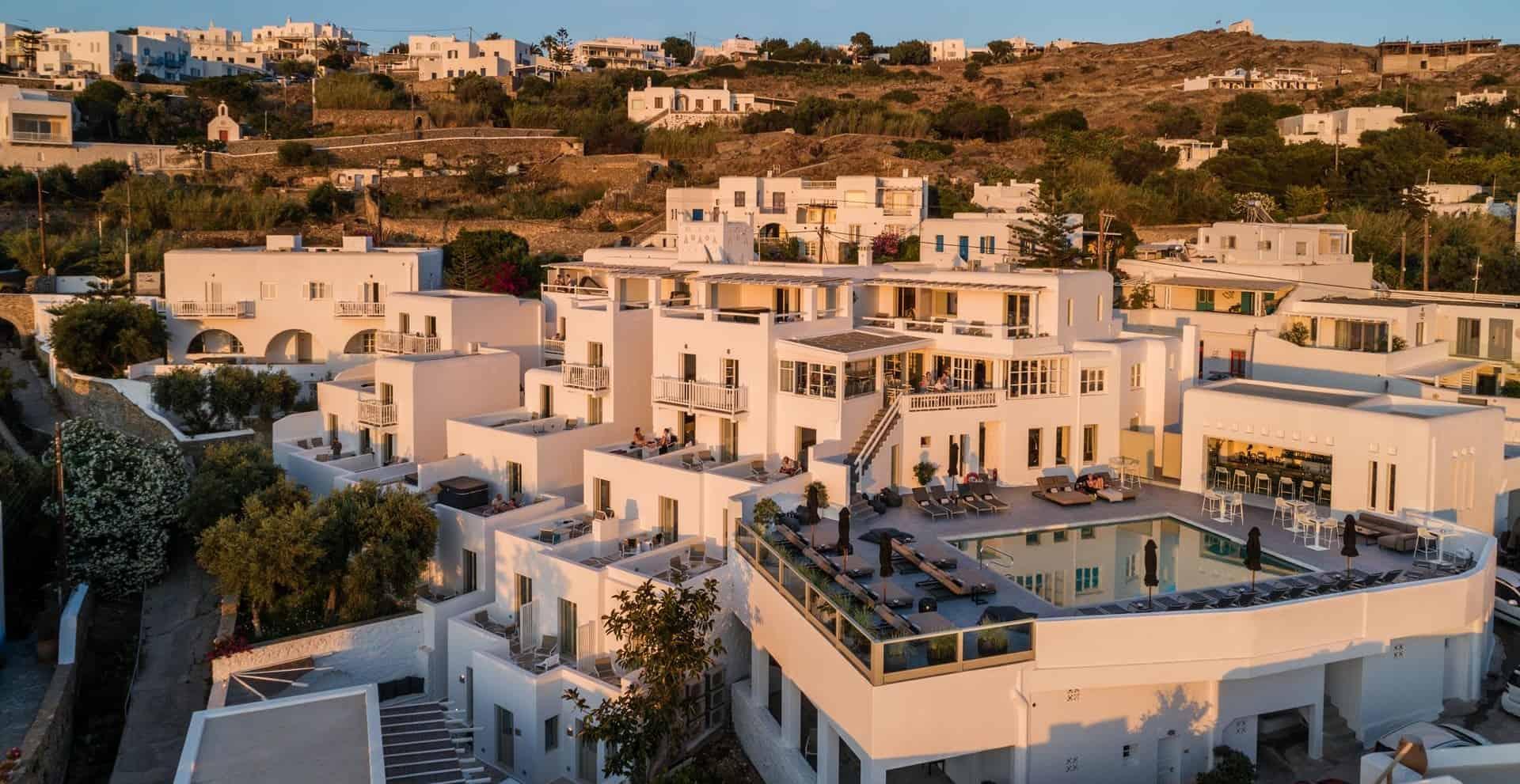 Rochari-hotel-pool-overview