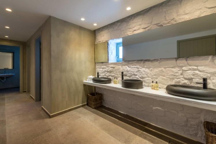 rochari-hotel-public-toilets