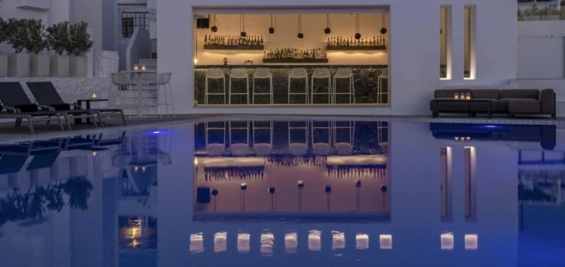 Swimming Pool & Pool Bar
